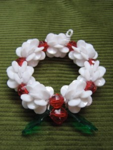 A quick, easy to make, beaded wreath ornament.