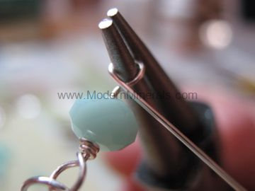 How to make a wire wrapped loop. Step 11